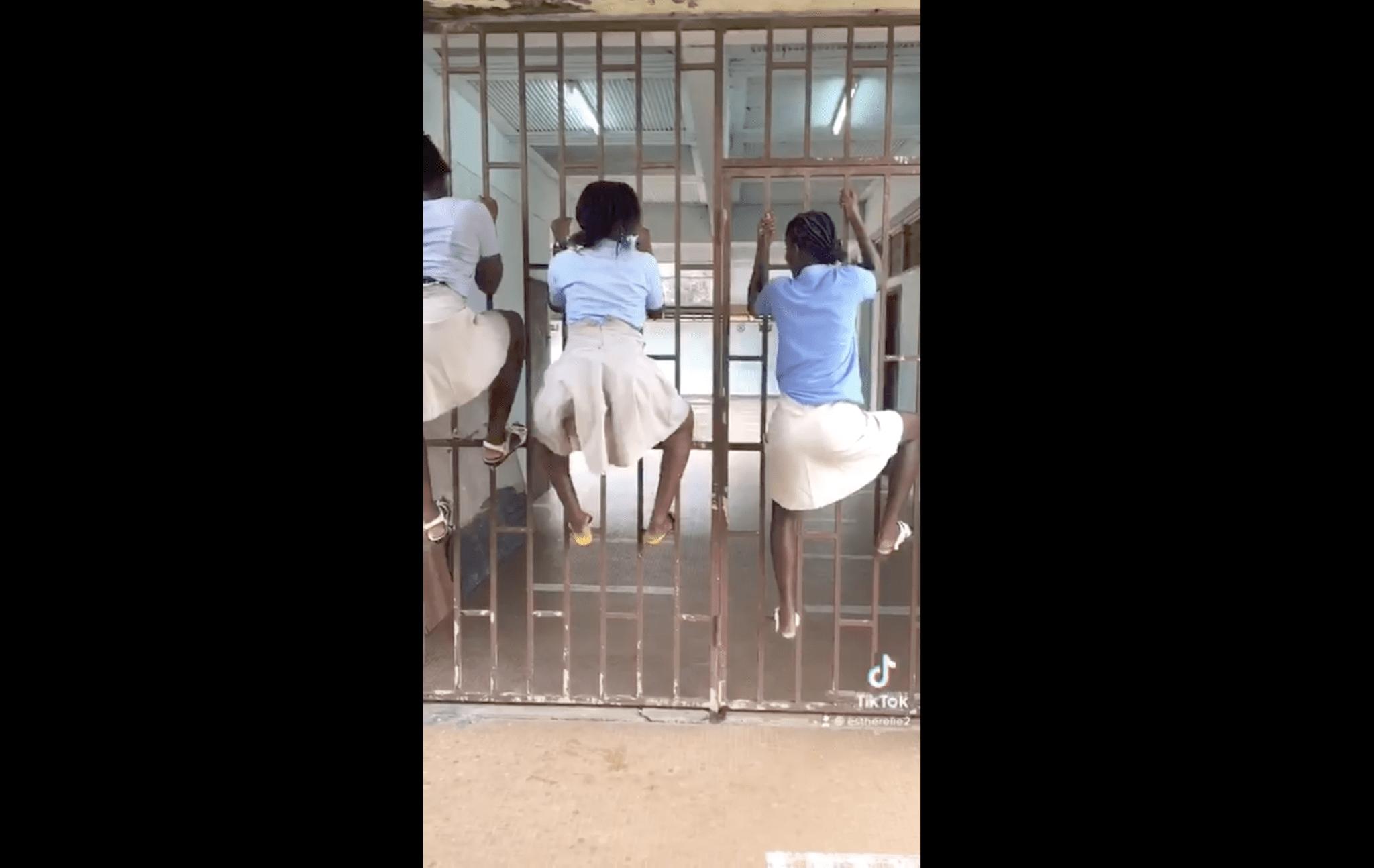 Gabon :de jeunes lycéennestwerkenten tenue scolaire(vidéo)