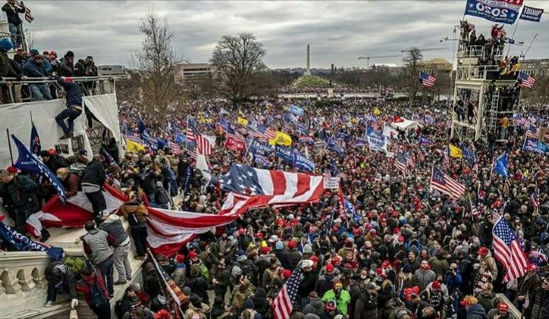 Émeutes au capitole : Les organisateurs ont reçu plus de 2,7 millions de dollars de Trump