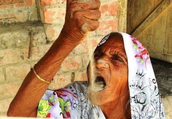 Inde : une femme de 78 ans mange du sable depuis 63 ans