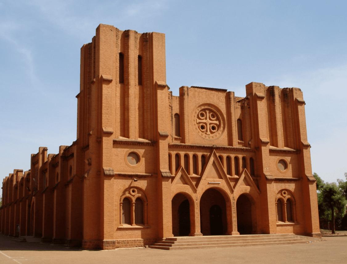 Ouganda : un archevêque sanctionné pour avoir couché avec une femme