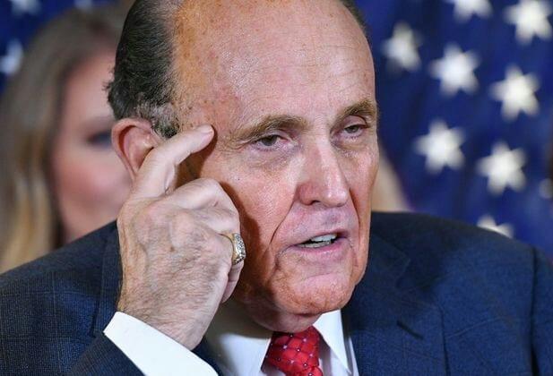 """Rudy Giuliani : """"mon commentaire sur le combat à mort n'était pas un appel à la violence"""""""