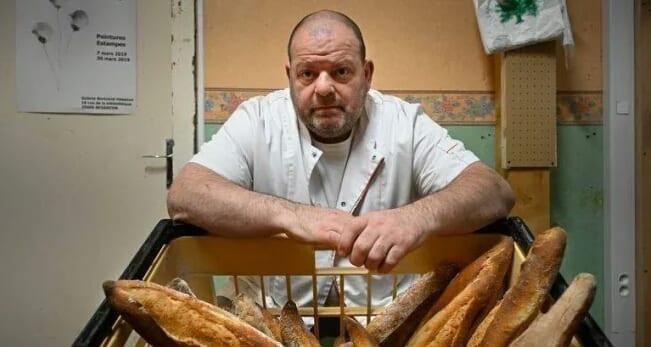 Un boulanger en grève pour soutenir son employé migrant