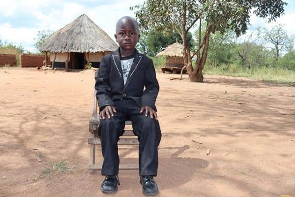 Un garçon de trois ans nommé chef en Ouganda