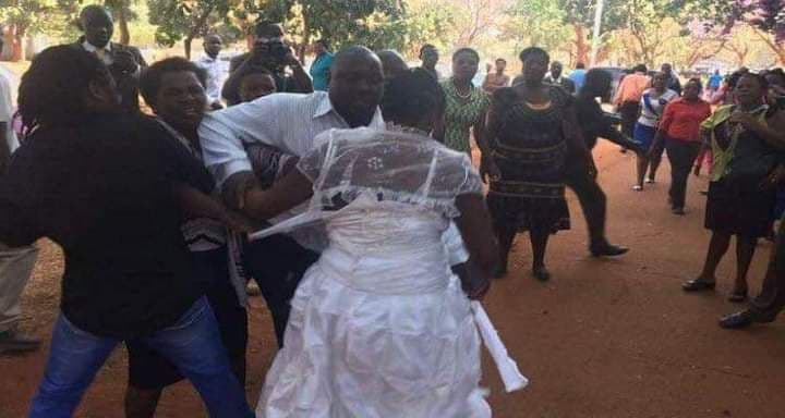 Côte d'Ivoire : Un couple bastonné par leurs invités