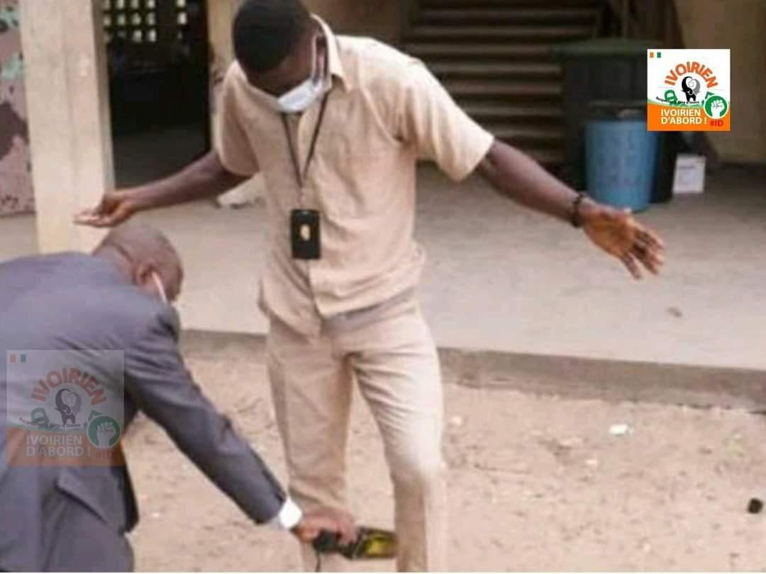 Côte d'Ivoire : un élève de 4e confisque le téléphone de son professeur