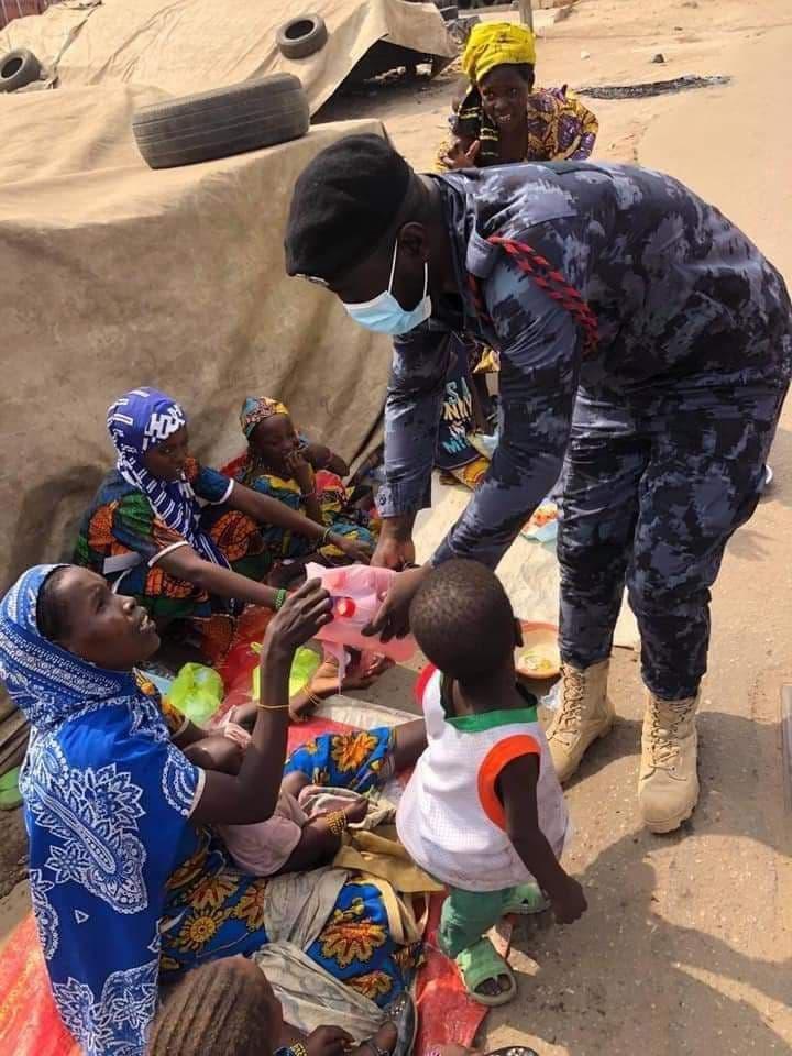 Ghana : Un policier vient en aide aux nécessiteux avec son salaire