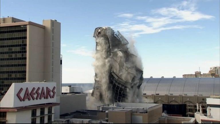 L'hôtel-Casino de Donald Trump totalement détruit (vidéo)
