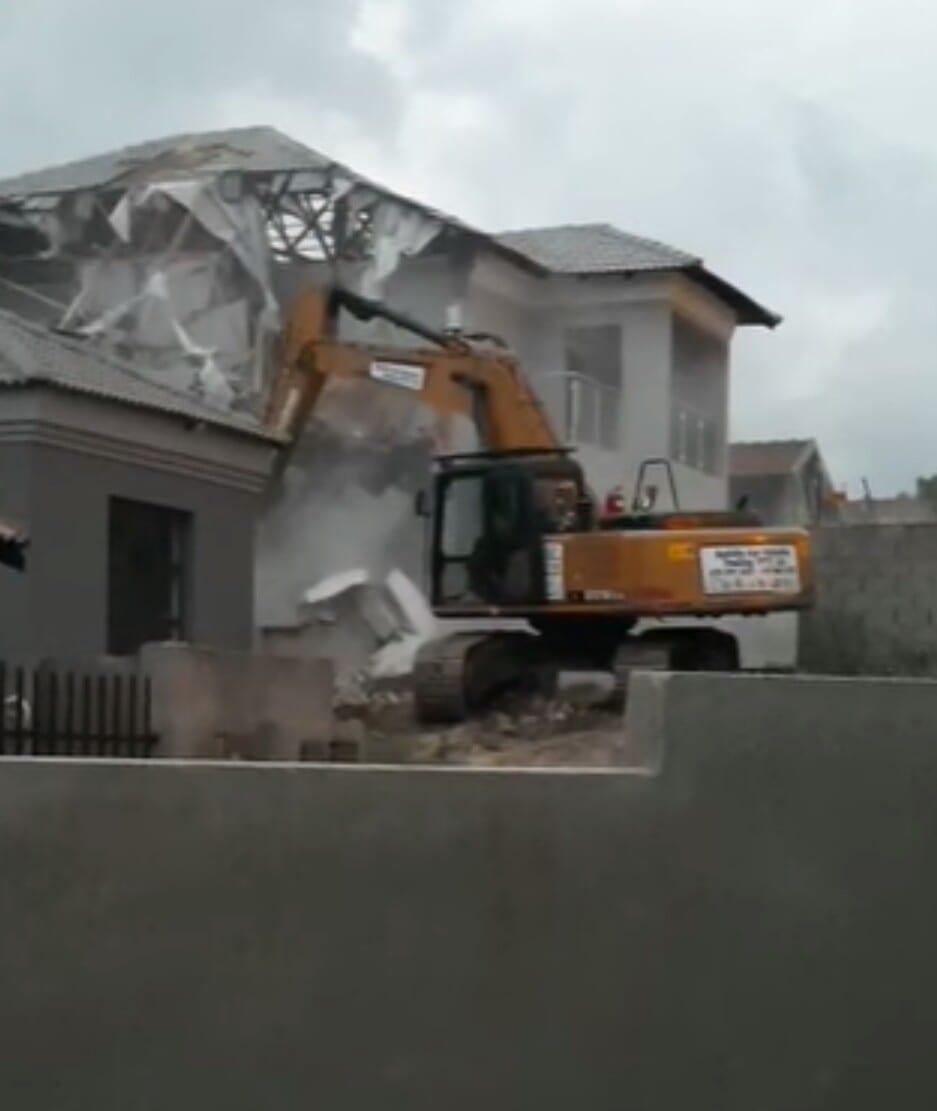 Il Démolit La Maison Construite À Sa Femme Après Leur Rupture