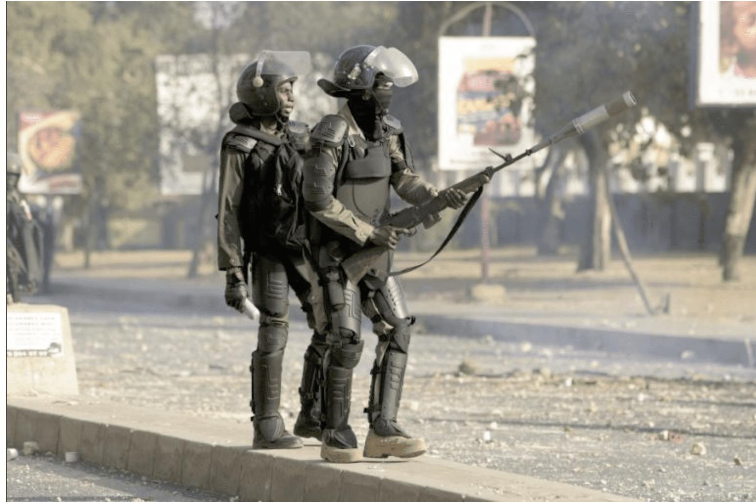 La Présidence Sénégalaise Et Les Bâtiments Officiels Du Centre De Dakar Sont  Placés Sous Haute Protection