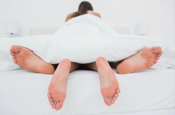 «Ma femme fait l'inceste avec son frère sur notre lit»