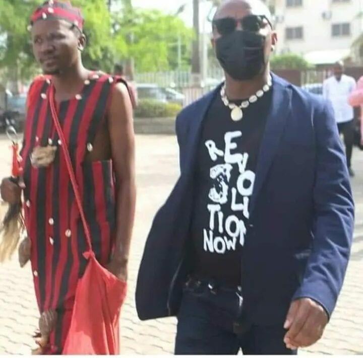 Nigeria : Convoqué, il se présente devant le juge accompagné par son féticheur