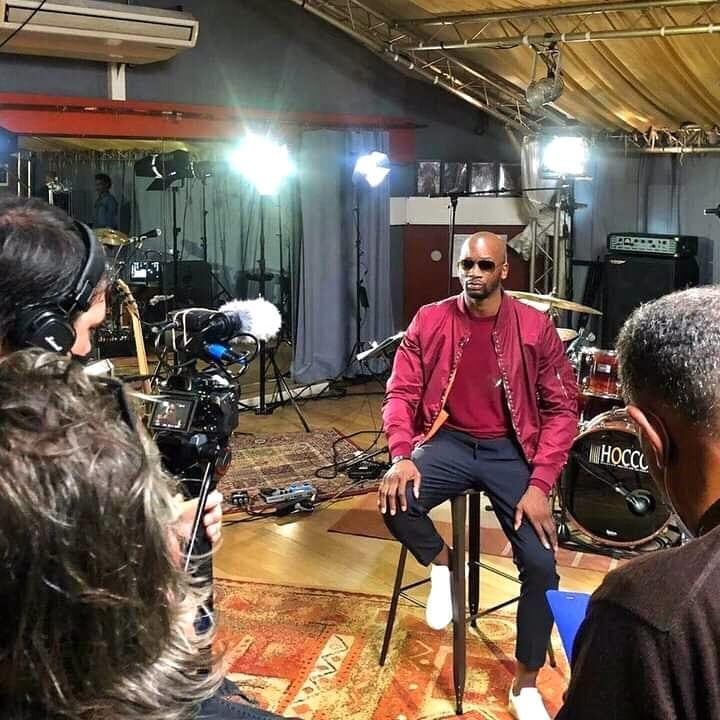 Singuila: &Quot;Santrinos A Une Jolie Voix, Kiko A Un Truc À La Chris Brown&Quot;