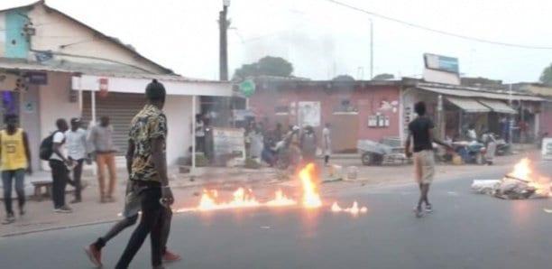 Thiès : La Police Disperse Des Manifestants À Hauteur Du Lycée Malick Sy Et Aux Parcelles Assainies