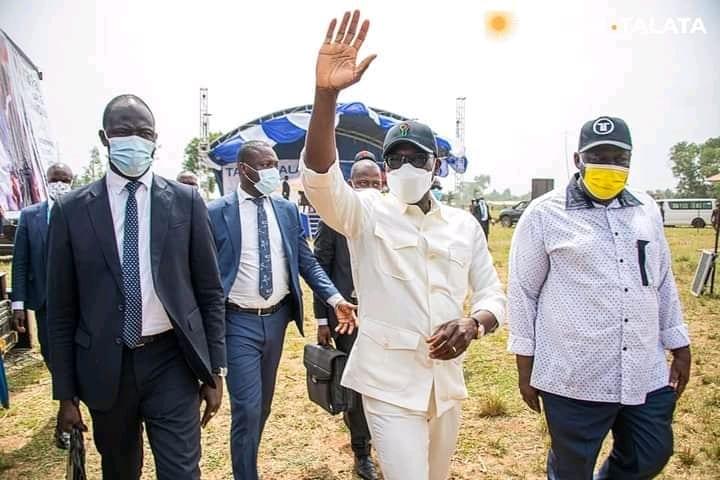 Bénin : Pourquoi Patrice Talon Porte-T-Il La Même Tenue Lors De La Campagne Présidentielle?