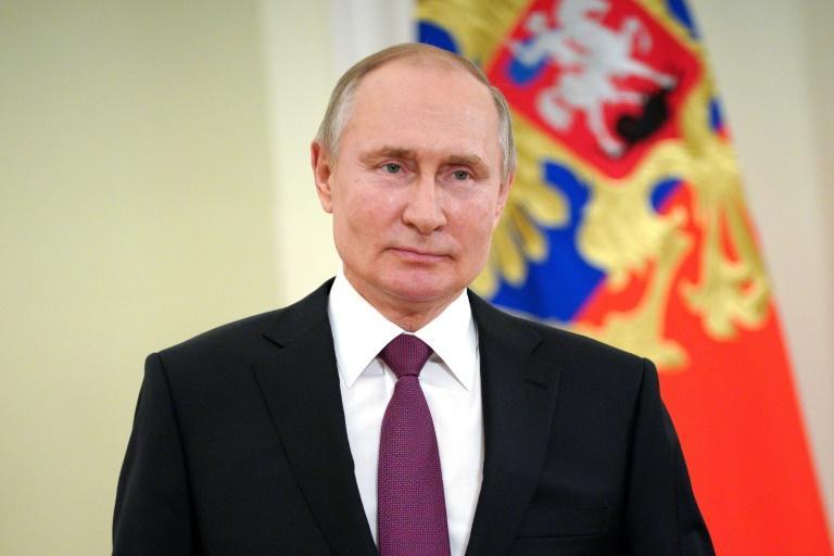 Vladimir Poutine signe une loi l'autorisant à briguer d'autres mandats