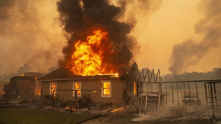 Il Brûle La Maison De Sa Mère À Cause De 2000 F