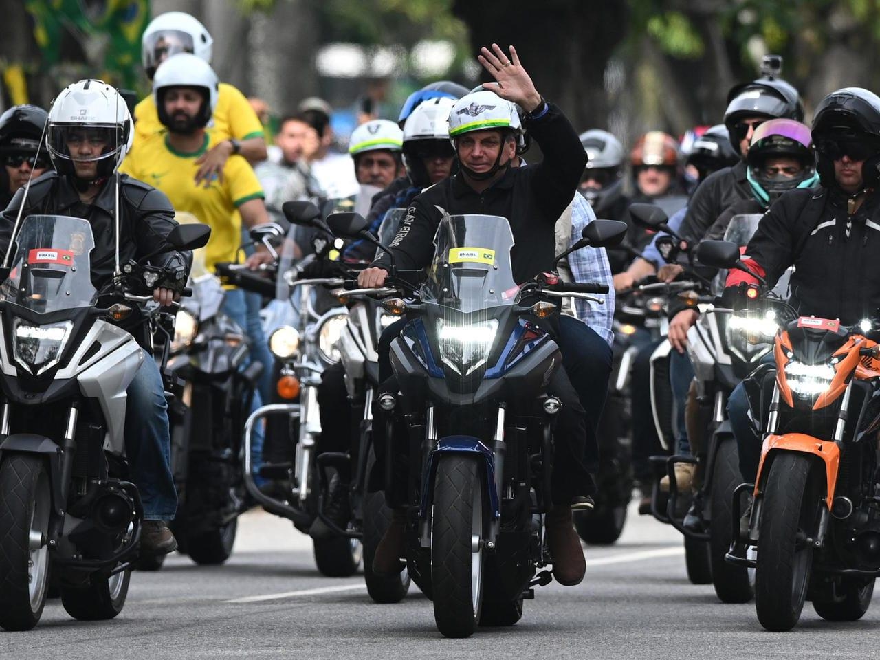 Brésil : en pleine Covid-19, le président Bolsonaro organise une manifestation à moto