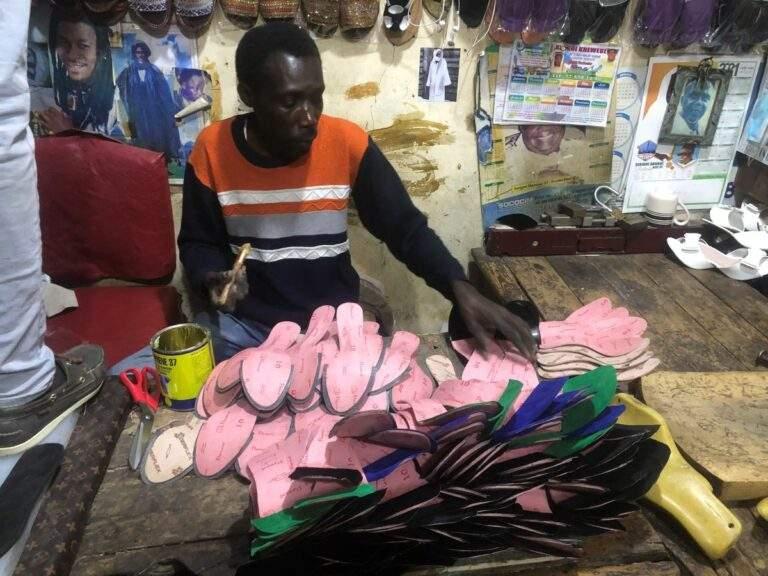 Fin du Ramadan, les cordonniers sénégalais se frottent les mains en attendant la Korité (Aïd)