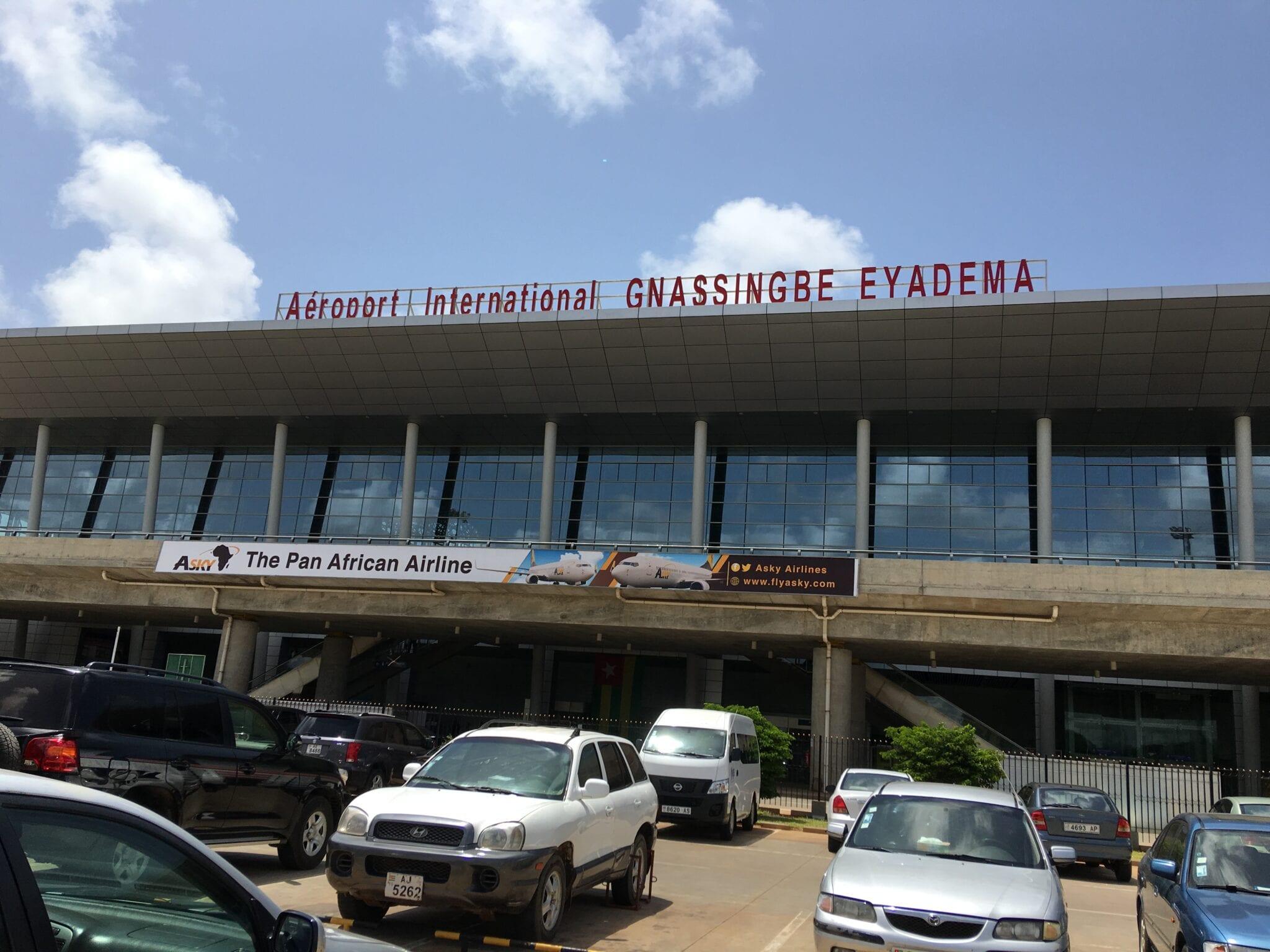 Des Prêtres Vodou Sollicités À L'Aéroport De Lomé Pour La Purification D'Un Avion