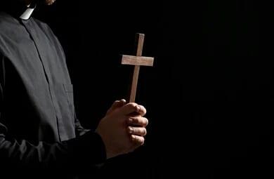 Bénin/Professeur Gandonou Albert : « À 13 Ans, J'ai Subi La Pédophilie D'un Prêtre Catholique »