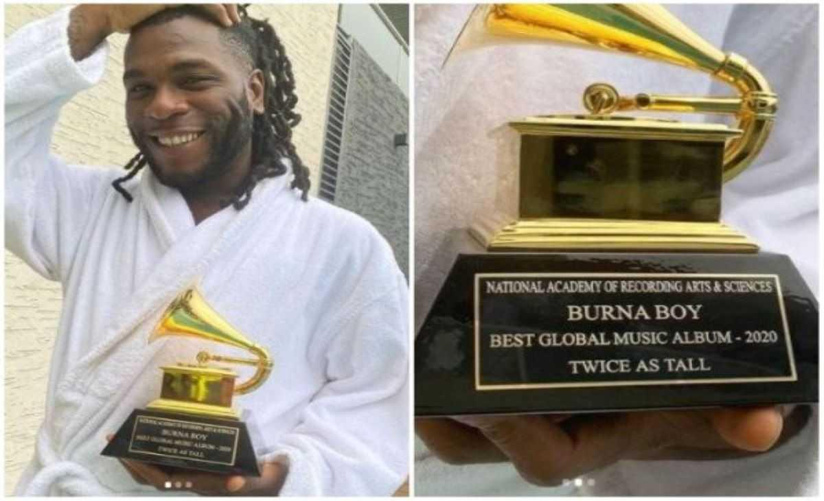 Burna Boy reçoit le trophée des Grammy Awards