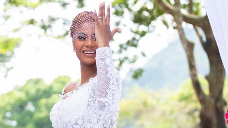 Cameroun: Coco Emilia reçoit des cadeaux de la Première Dame, dont un champagne de 4,6 millions de Fcfa