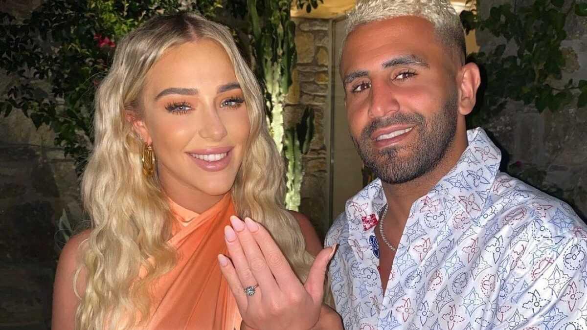 Riyad Mahrez passe l'alliance en diamant au doigt de Taylor Ward