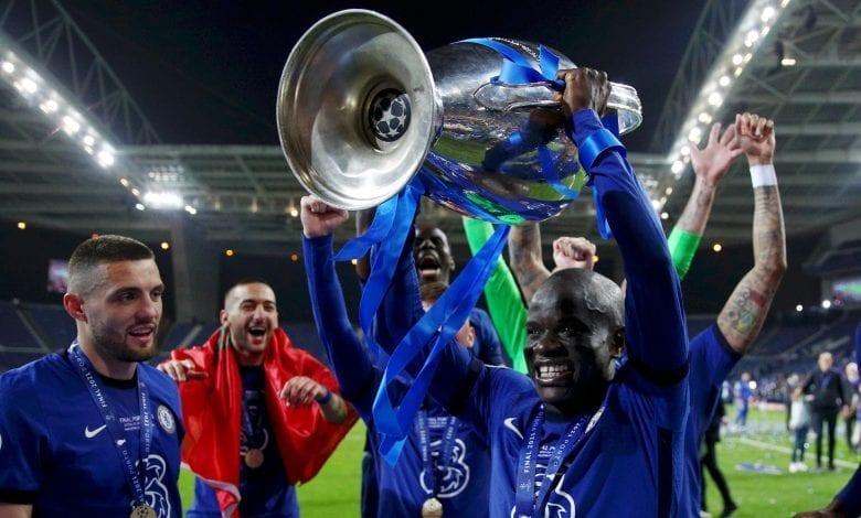 Wayne Rooney voit du Yaya Touré et Makelele en N'Golo Kanté