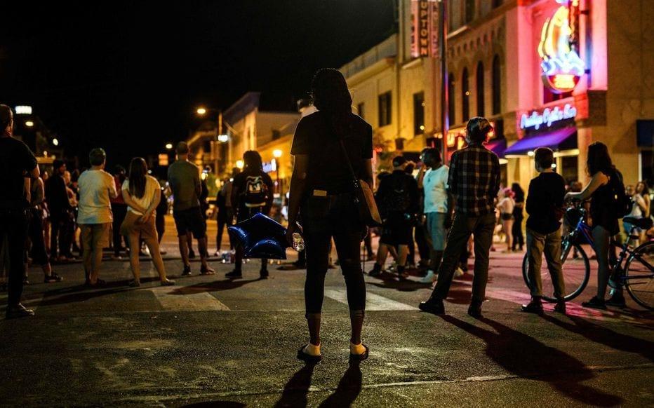 Usa : Une Voiture Fonce Sur Un Groupe De Manifestants Antiracistes
